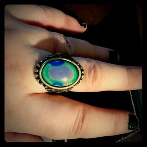 *GORGEOUS MOOD RING*